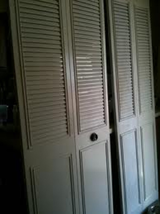 This was the exact same closet door I had, but in better shape.