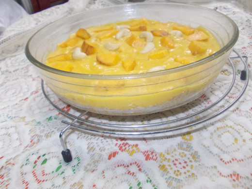 Mango pudding with base biscuits