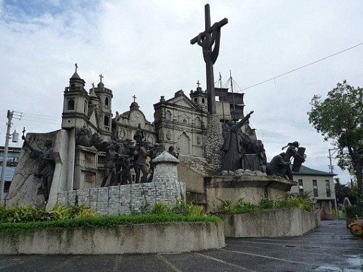 a sculptural tableau built by a national artist named Eduardo Castrillo, which depicts historical and symbolical events of Cebu during the arrival of the Spaniards. In Colon