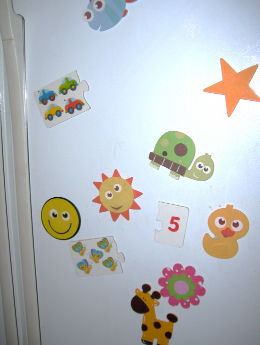 Wooden shapes such as animals, flowers, stars and puzzle pieces become fun magnets.