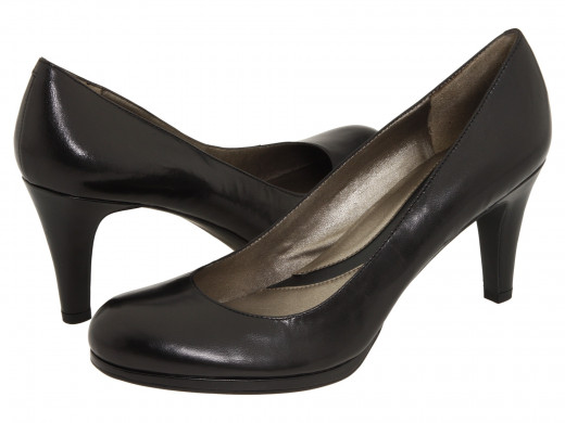 Naturalizer Lennox high heels in black leather.
