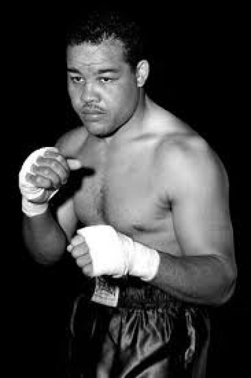 Joe Louis is the longest reining heavyweight champion in history and he defended the title a record 25 times.