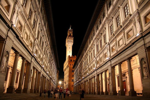 The Uffizi Gallery, located on two sides of a courtyard, is comprised of symmetrical wings on either side of the Via dei Magistrati. Chris Wee took this photograph on May 26, 2006.