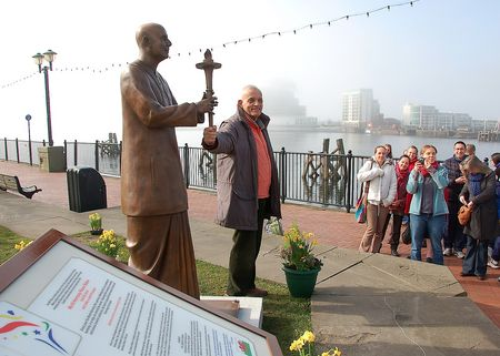 Sri Chinmoy's Statue, Cardiff, plus Sculptor Kaivalya Torpy