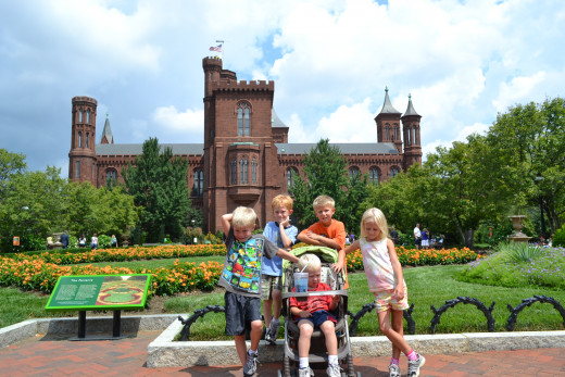 Kids at the Smithsonian Castle