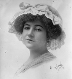 Photograph of Dorthy Arnold.
