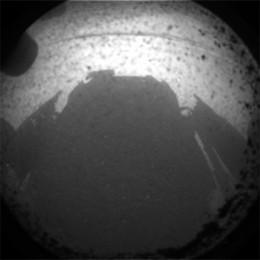 Curiosity takes a photo of its shadow against Mars