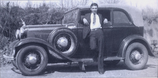 WD Jones in1933 from the FBI Barrow file with a stolen Model A Ford car. WD was one of Clyde Barrows gang of the infamous Bonnie and Clyde.