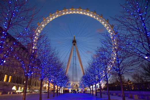 The world famous London Eye at twilight. So pretty!