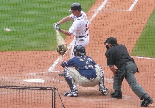 Chiper Jones taking a swing at a ball against the San Diego Padres