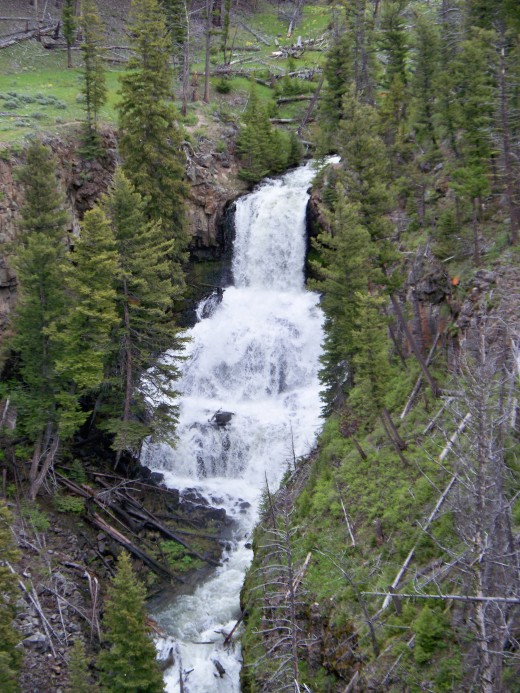 Nice waterfalls on the way from Mammoth Hot Springs to Tower.