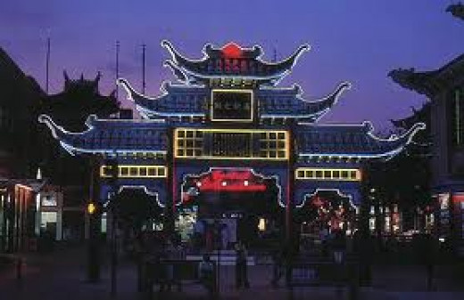 This is how chinatown looks like at night.
