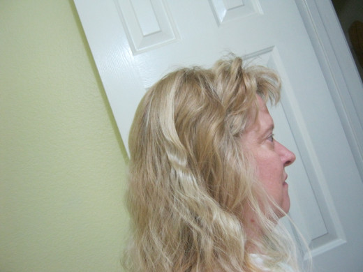 Waves from a french braid. Normally I try to begin the braid high up on my head, here I didn't for some reason. The higher you begin it, the waves will be higher as well.