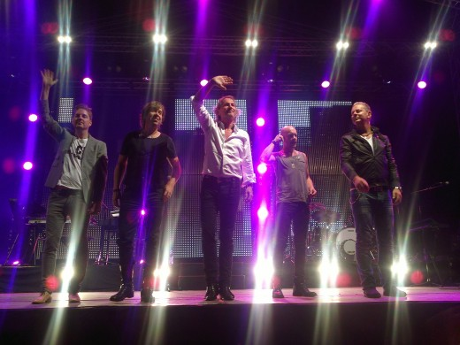 Tomas Ledin and his band saying thank you and goodbye to the audience in Jakobstad, Finland.