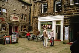 Back in town again for a rewarding cuppa - Sid's Cafe, site of many an uneven confrontation with Sid's wife Ivy, her weapon of mass destruction was a metal serving tray that she applied liberally when crossed