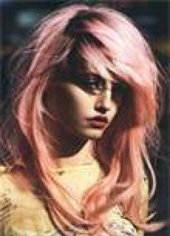 How to dye your hair pink without chemical dyes