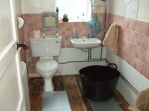 This bathroom needs a full refit but I reckon it can be done for £1500.