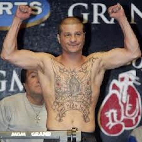 Johnny Tapia was a great Jr. Bantamweight and Bantamweight boxer. He had a hard life growing up and he took all that emotion into his bouts.