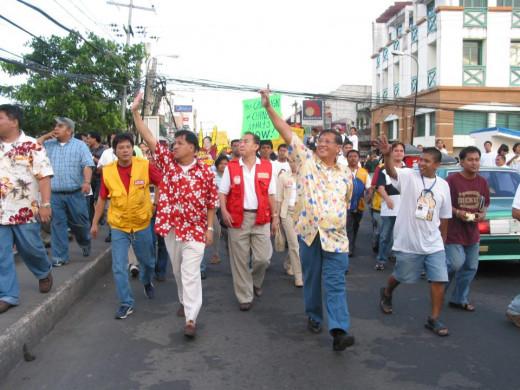 Mayor Jesse M. Robredo and Senator Raul Roco (RIP) Photo Credit: Naga Smiles to the World