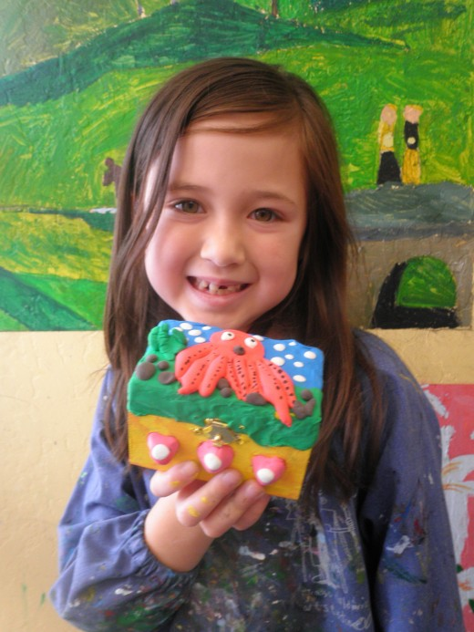 Another cute treasure box project made with Cloud Clay.