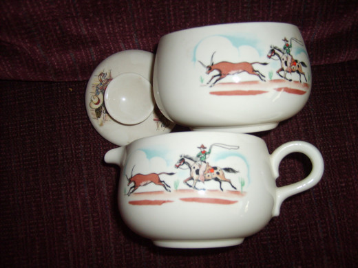 Homer Laughlin sugar with lid and creamer