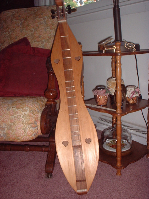 The mountain dulcimer is often used to play music in the minor modes.