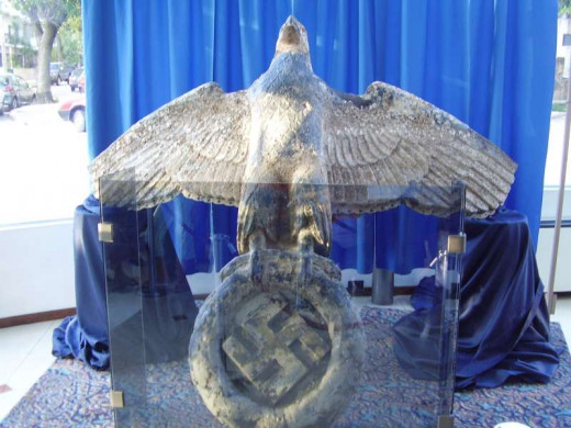 This is the object of the controversy, as the present German Government claims ownership of the eagle