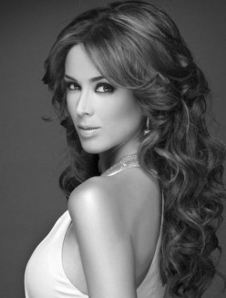 Mexican Actress Jacqueline Bracamontes