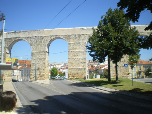 The aqueduct next to the Botanical garden