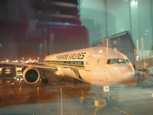 Singapore Airlines impressive B777-300ER at London Heathrow ready for boarding