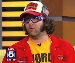 Judah Friedlander popularized the look as part of his comedy act a loooooong time ago