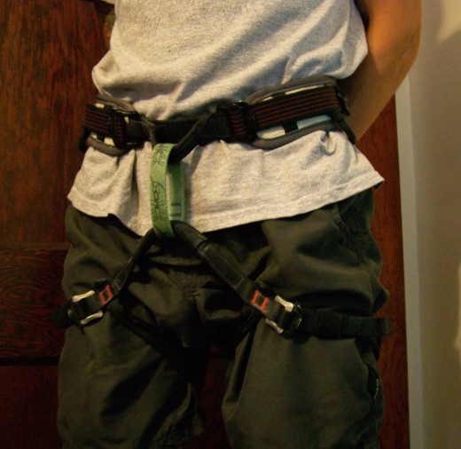 A well fitted harness which sits well above the hips and fits snugly around the waist and thighs.