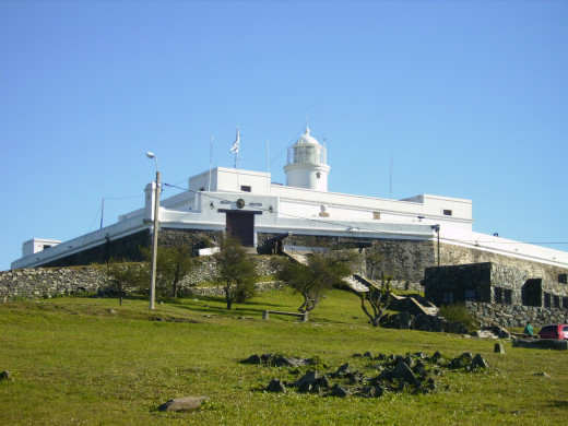A fortress built by the Spaniards at the start of the 19th century. It is now a museum outside Montevideo