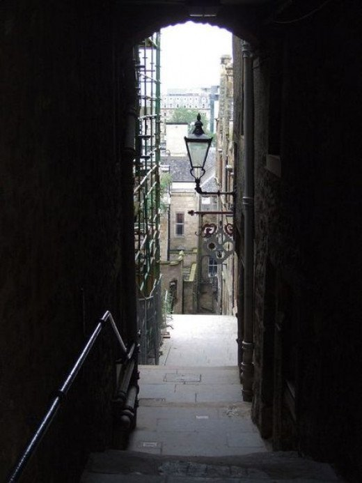 Advocate's Close one of the many small passage ways leading off the Royal Mile - nearly every one has a ghost!