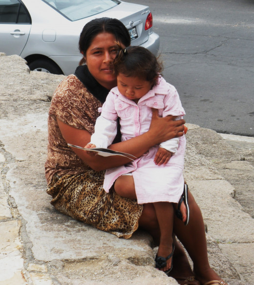 A bag lady with her daughter from Granada, Nicaragua
