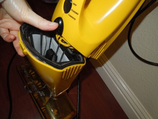 Cleaning the Filter in Eureka Boss SuperBloom Vacuum Cleaner