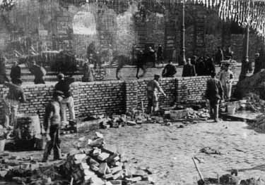 Construction of the wall at the Warsaw ghetto