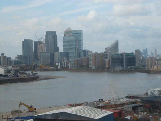 Crossing the River Thames via Arab Emirates Bubble