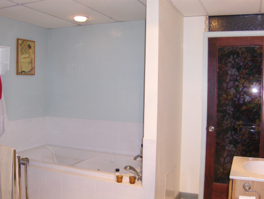 Again... adding to fun, glass doors in the spa tub bathroom with fake transoms at the top in colored glass with the full glass door covered with a stained glass effect plastic...Candles burning this room was the ultimate getaway