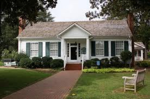The Helen Keller Home is located in Tuscumbia, Alabama and offers tours on a daily basis. You can walk with a tour guide or break out on your own. This is a picture of the main house.