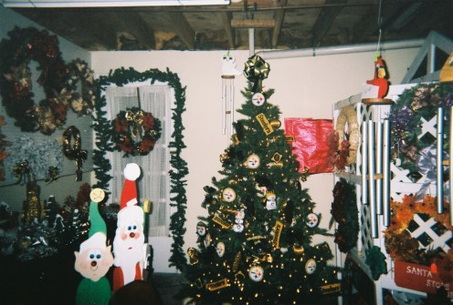 Steeler Christmas Tree is decorated by gardener den and the decorations used was handmade by me. so anyone can have a steeler christmas tree for the christmas season. Easy to make a steeler christmas tree with out spending alot of money.