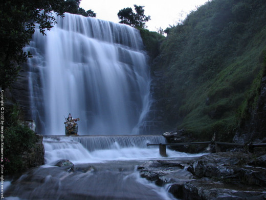 Waterfalls in Srilanka - the driver never even took us near one!