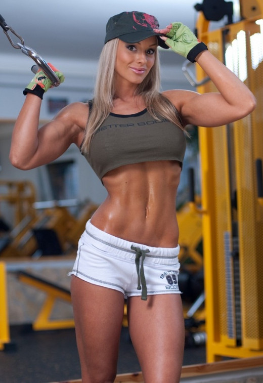 Noemi Olah fitness model