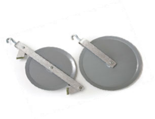 Two large pulleys are used one with a brake