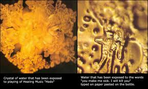 "Experimentation of Masaru Emoto: Ice crystals formed depend on the intentions! The crystals on the left have been formed while HADO healing music was played. Crystals on right have been formed while the recording ""I am sick of you"" was playing."