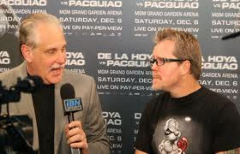 Al Bernstein interviewing Hall of Fame trainer Freddie Roach.  Bernstein has called fights for ESPN and Showtime.