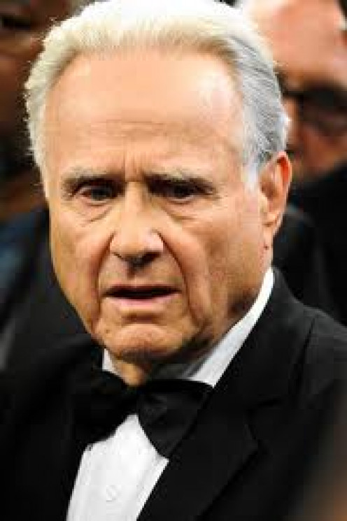 Larry Merchant is known to ask fighters the tough questions. He is the best expert commentator in history.