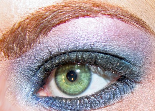 Green Eye with Blue and Violet Eyeshadow