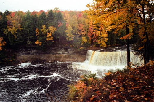 Upper Tahquamenon Falls during the fall