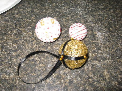 Christmas crafts for kids 6 easy projects for Crafts with styrofoam balls for kids